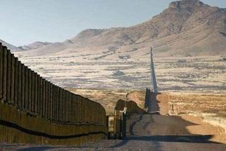 美最高法院允许特朗普拨25亿美元建墙