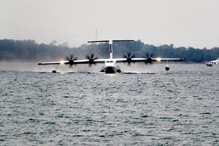 国产大型水陆两栖飞机AG600水上首飞