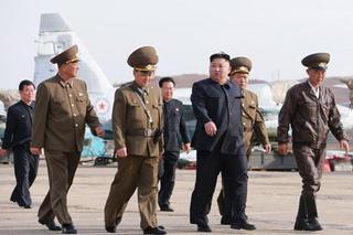 金正恩观摩并指导新型战术制大姐导武器试射