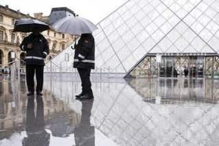 法总理:法国确诊人数每三四天就翻倍