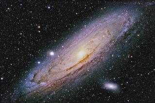 银河系中央存在两条能量逃逸通道