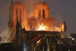 巴黎圣母院燃烧后变