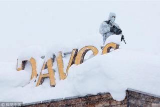 达沃斯论坛即将开幕 狙击手雪中持枪待命