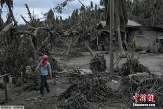 菲律宾火山持续喷发 村庄被火山灰覆盖