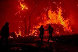 澳洲山火持续肆虐:火光冲天 宛如末日