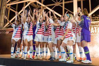 美国女足妇女节状告足协 要求与男足同酬