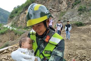 云南泥石流102人被困隧洞 已被全部救出