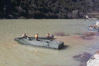 金沙江堰塞湖水位上涨 实施泄流槽开挖