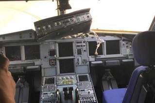 川航客机风挡破裂备降 机舱内部曝光