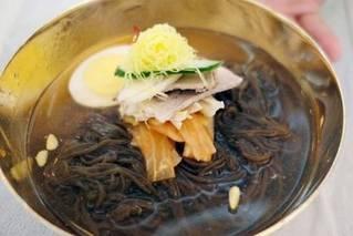 韩朝首脑会谈晚宴菜单公布:冷面烤鱼