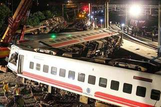 台铁出轨原因公布:转弯时超速