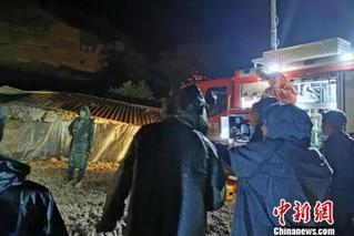 陕西榆林发生山体滑坡 疑有5人被困