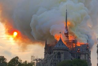 巴黎圣母院一场大火