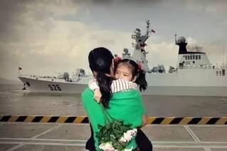 泪目!军港码头久别和重逢:爸爸,我没哭