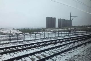 山西多地降雪 气象台发霜冻预警