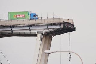 意大利惊魂!高架桥坍塌多车坠落卡车急刹