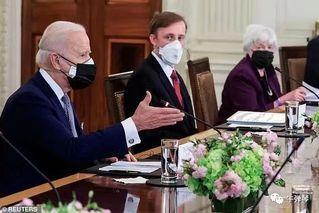 第一次见菅义伟 拜登特意戴了两只口罩