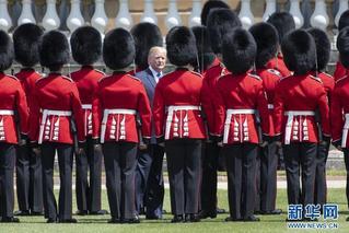 美国总统特朗普访英 与女王会面