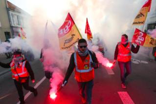 马克龙真难 法又有劳工联盟游行反政府