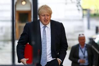 """英国大选白热化 约翰逊""""四问""""科尔宾"""