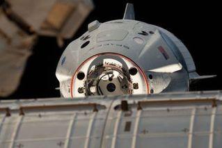 美首个测试版商业载人飞船,返回地球