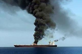 日本油轮遇袭:船员看到有不明物体飞来