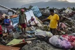 印尼海嘯已致1571死 災區開始重建工作