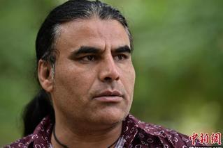 驱车追赶堵截枪手 他成新西兰恐袭案英雄