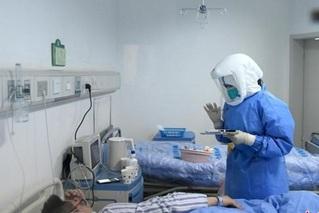 一名医护工作者在隔离病区的年三十