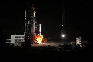 鹊桥来了!嫦娥四号中继星成功发射