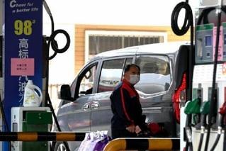 国内成品油价格上调 加满一箱多花4元