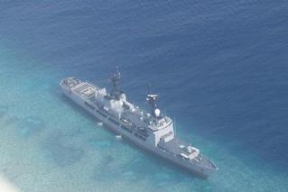 菲律宾最大战舰在中国半月礁附近搁浅