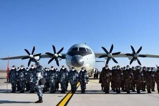 助力武汉保卫战 8架军机空降天河机场