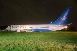 厦航载165人客机偏出跑道 机身损毁严重