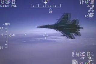 俄战机拦截美侦察机 最近距离仅1.5米