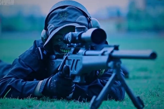 90后狙击女神颜值枪法爆表 极少摘面罩