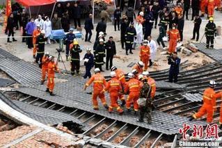 福州民房倒塌亲历者:像地震一样猛烈