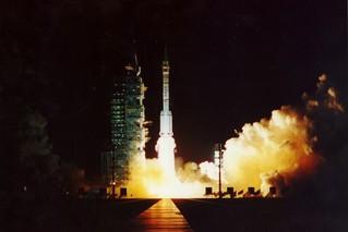 神舟一号飞船成功发射20周年