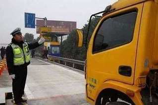 河南对货车上高速公路实行入口称重