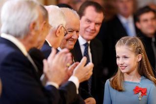 未来女王!西班牙国王授予小公主勋章