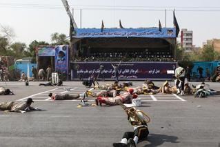 伊朗阅兵遭恐袭致24死 有武器无法还击