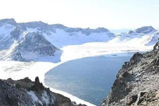 冰镜将重圆!长白山天池封冰三分之二