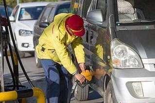国际油价12连跌 国内油价或