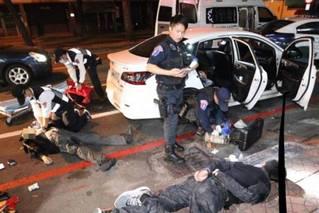 台湾高雄爆发枪战 警方连开22枪击毙匪徒