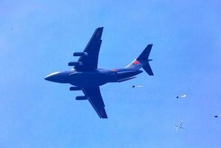 里程碑!运-20首次开展空降空投训练