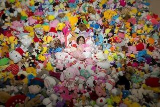 90后女孩一年花4万多 抓了近7000个娃娃